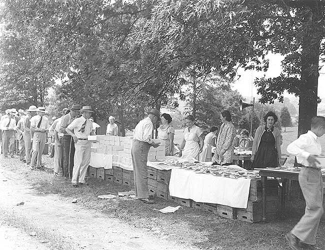Nelson Co., VA, home demonstration club serves lunch at field day
